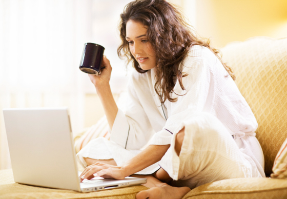 woman-with-coffee-on-laptop_web